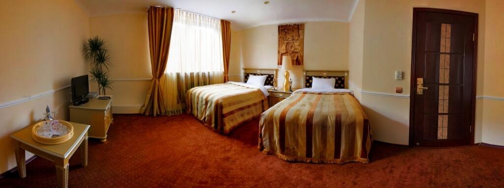 две кровати